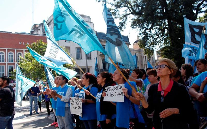 Al menos 13 cortes de ruta en Tucumán