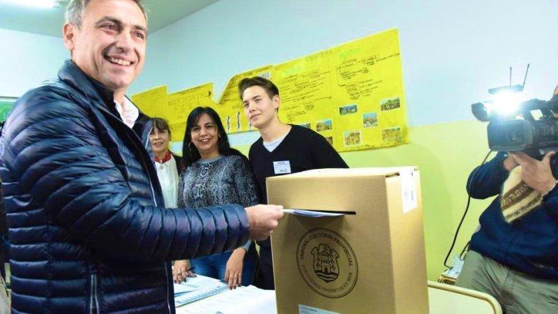 Ramón Mestre fue el primer candidato en votar