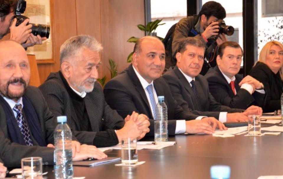 Manuel Adorni: «Reduzcan los presupuestos provinciales de las Legislaturas»