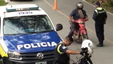 Photo of Las fuerzas de seguridad controlan la circulación de los vehículos