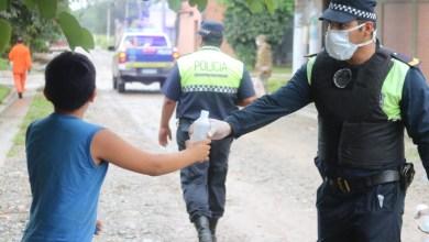 Photo of La Policía de Tucumán recibió saludos y el regalo de una significativa canción