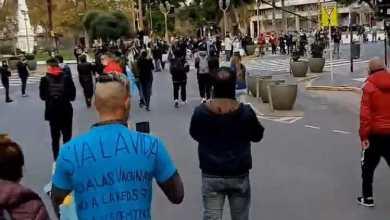 """Photo of Rompieron la cuarentena y marcharon para reclamar """"libertad"""""""