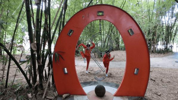Andanza en el jardín. Escultura de Anaida Hernández. Coreografía Abraham Texidor y Norberto Collazo.