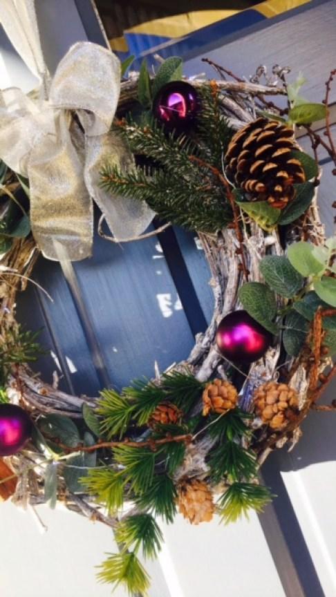 festive-door-wreath-festive-flair-elainesrovesntroves