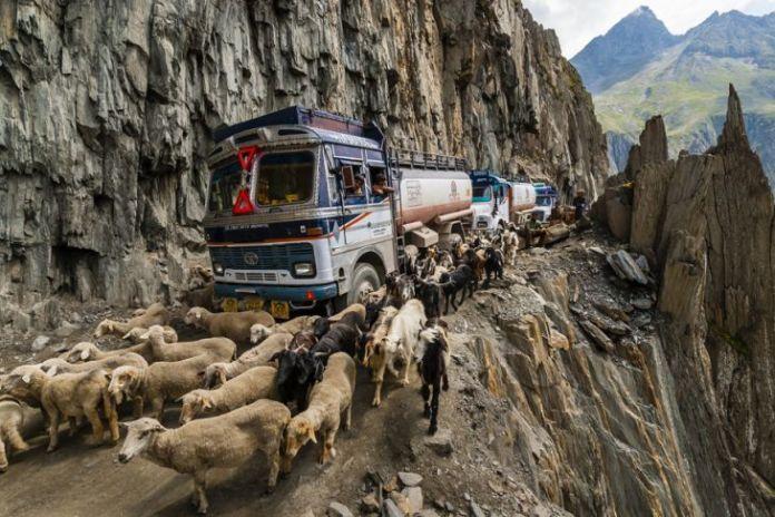 15 dintre cele mai periculoase drumuri din lume 16