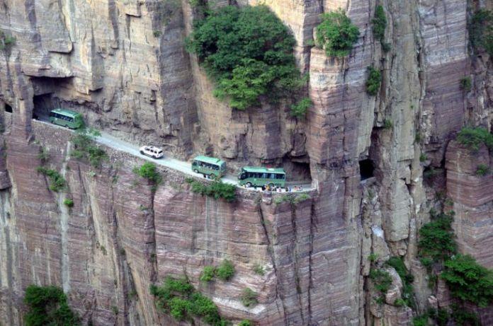15 dintre cele mai periculoase drumuri din lume 9