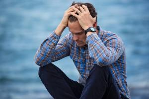 Depresia la bărbați diferită față de femei.Cum poate fi tratată?