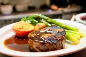 Proteina din dietă elimină calciul și afectează rinichii.Mit sau adevăr?