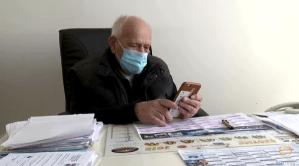 COVID-19: Medic în vârstă de 98 de ani refuză pensionarea și continuă să trateze pacienții