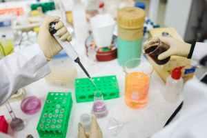 COVID-19:Testele clinice realizate  în SUA arată că Remdesivir accelerează recuperarea pacienţilor cu forme avansate ale bolii