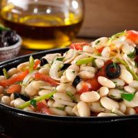 """Salată de fasole albă:Din bucătăria turcească o rețetă de """"Piyaz"""""""