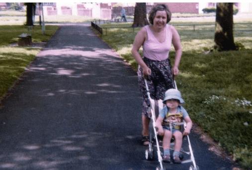 Povestea lui Iain Cunningham: După ce mama lui a murit, nimeni n-a mai vorbit de ea timp de 15 ani 7