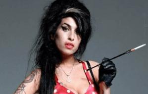 Amy Winehouse a murit în 2011. Să ne amintim de ea  cu piesa Rehab (Video)