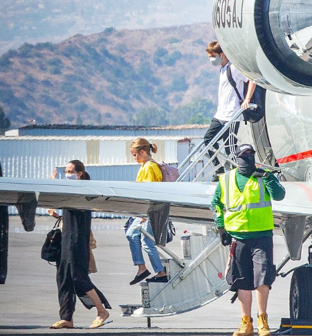 Angelina Jolie dons a facemask as she arrives with her kids on a private jet in Burbank after a short trip 7