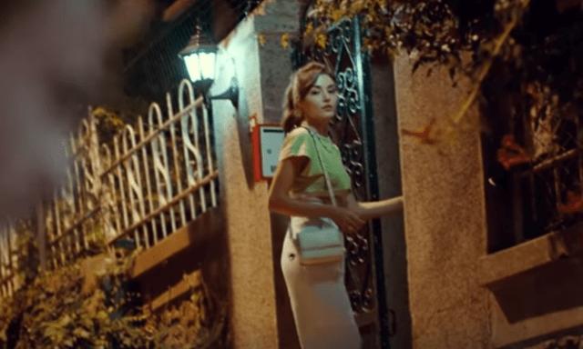 Sen Çal Kapımı (Bate la ușa mea) cu Hande Erçel și Kerem Bürsin.Secvențe din al 3-lea episod 2