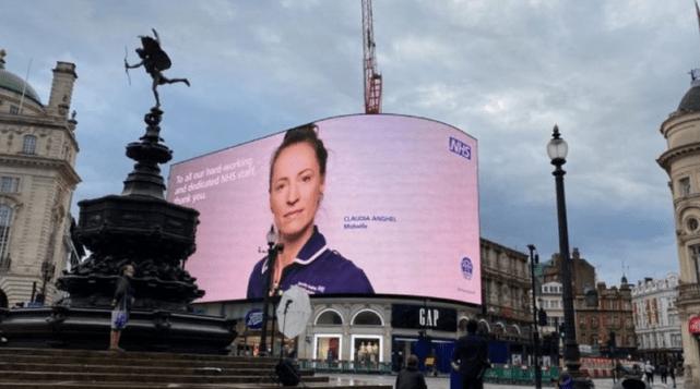 Asistentă româncă, imaginea sistemului de sănătate din Marea Britanie:Cum a devenit celebră în toată lumea