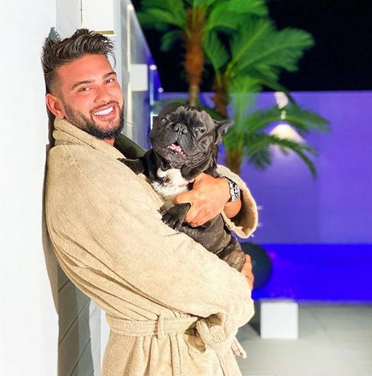 Câinele lui Dorian Popa, Cheluțu,  a ajuns pe primul loc în trending pe YouTube.Peste 2,2 milioane de vizualizări 4