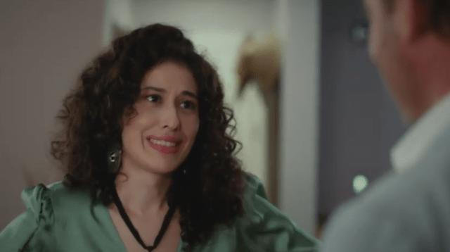 İyi Günde Kötü Günde (Zile bune, zile rele) Episodul 3 cu Elçin Sangu,Yasemin Allen și Ozan Dolunay. Secvențe Video 32