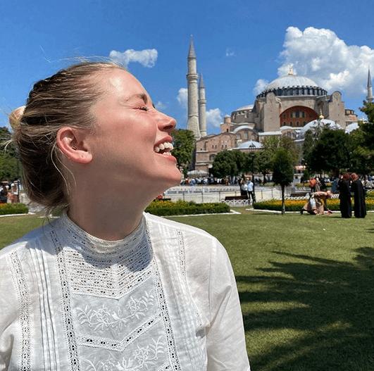 """Amber Heard, 34 de ani, vorbește despre vacanța din august:""""Atât de greu să-mi iau rămas bun ... Iubesc foarte mult Turcia"""" 3"""