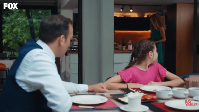 Episodul 12 din Bay Yanliș (Domnul Greșit) cu Can Yaman și Ozge Gurel. Secvențe Video 23