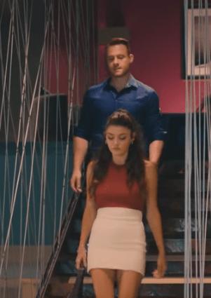 Episodul 8 din Sen Çal Kapımı (Bate la ușa mea) cu Hande Erçel și Kerem Bürsin.  Secvențe Video 6