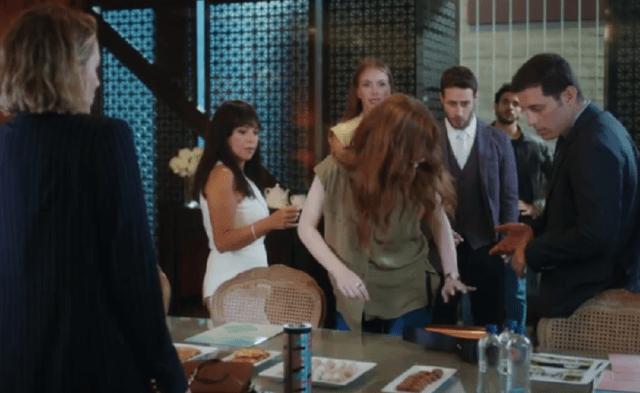 İyi Günde Kötü Günde (Zile bune, zile rele)-Episodul 2 cu Elçin Sangu,Yasemin Allen și Ozan Dolunay. Secvențe Video 5