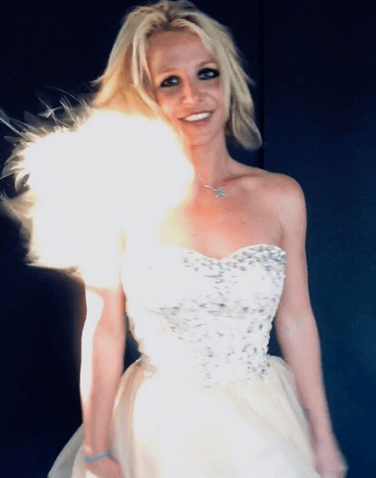Britney Spears, 38, shared an altogether different look in a series of snaps on her feed:'What I really look like on a daily basis' 4