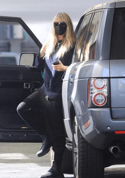 Heidi Klum, 47, stays safe in style as she runs errands wearing her face mask and Gucci purse 6