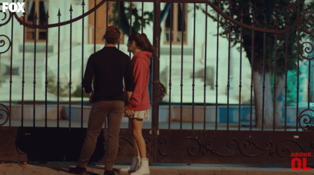 Episodul 12 Sen Çal Kapımı (Bate la ușa mea) cu Hande Erçel Și Kerem Bürsin.Secvențe Video 7