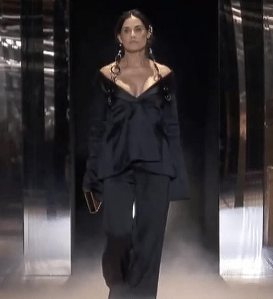 Demi Moore, aspect dramatic pe podiumul de la Fashion Week Paris 2021 7