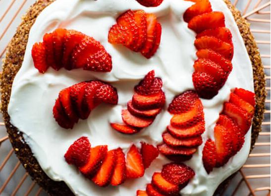 Prăjitură fără gluten cu migdale și fructe de pădure 4