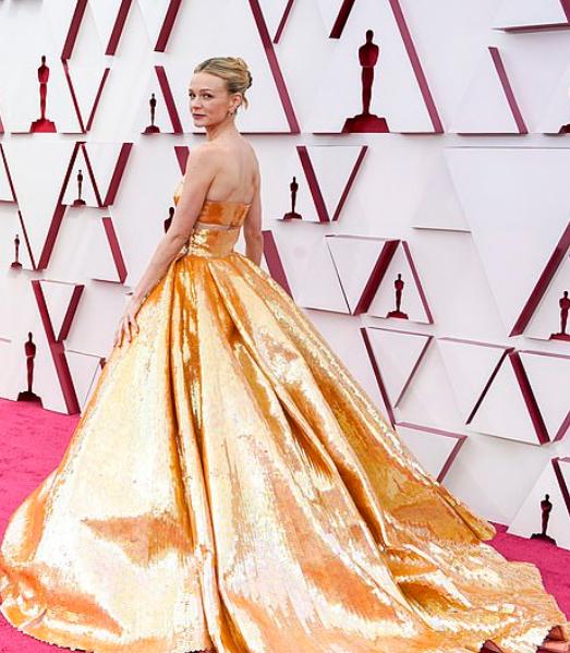 Covorul roșu Premiile Oscar 2021: cele mai bine îmbrăcate vedete 7