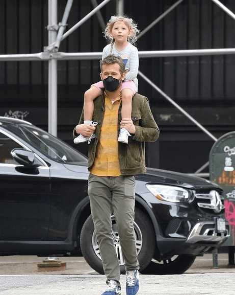Ryan Reynolds gives daughter Inez a ride on his shoulders in New York City 3