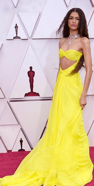 Covorul roșu Premiile Oscar 2021: cele mai bine îmbrăcate vedete 10