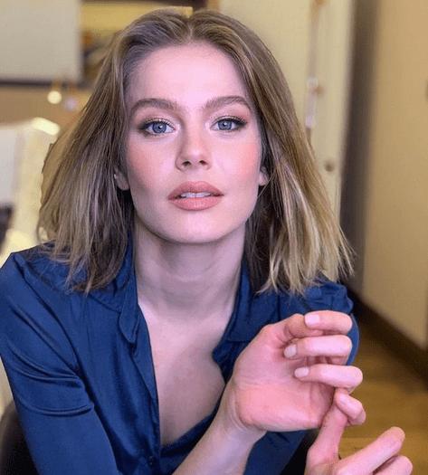 Burcu Biricik, frumoasa actriță din Camdaki Kız 5