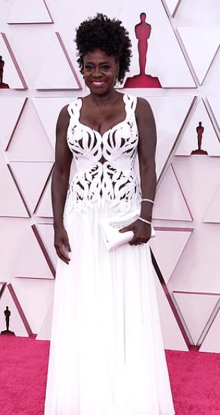 Covorul roșu Premiile Oscar 2021: cele mai bine îmbrăcate vedete 19