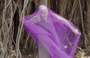 Artistă completă la 106 ani: dansează, scrie cărți, pictează (Video)