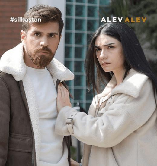Hazar Ergüçlü: actrița din Turcia cu o carieră impresionantă 4