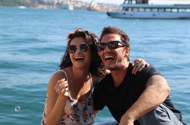 Hande Dogandemir și Mithat Can Özer în  Her Şey Aşktan
