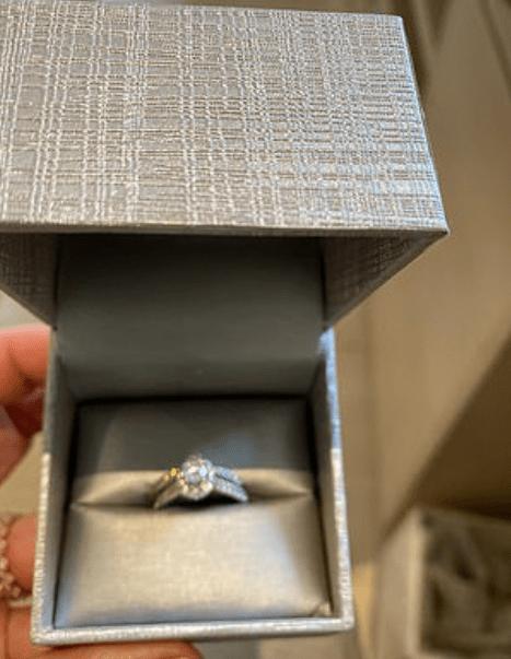 Kim Kardashian-diamond ring