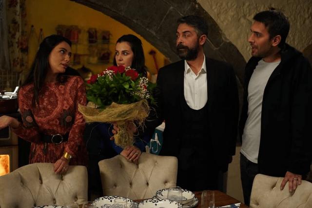 Sinan Tuzcu, Öykü Gürman, Ulas Tuna Aste în Sen Anlat Karadeniz (2018-2019)pe și Irem Helvacioglu în