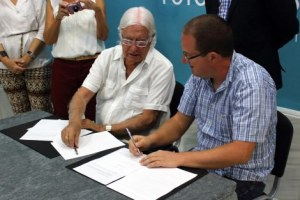 when signing between Perez and Andres Ibanez Siquier.