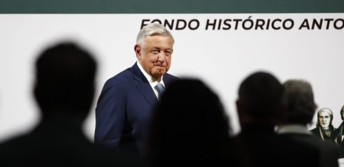 La austeridad nacionalista de Obrador, para el discurso. Algo típico de los políticos mexicanos. EFE/José Méndez