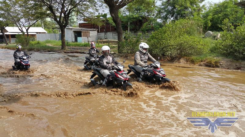 Tips Selalu Siap Menghadapi Banjir Saat Bermotor