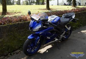 Review All New R15 V3 dipakai harian