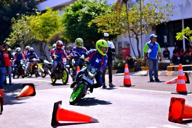 Bikers Suzuki Satria adakan Defensive Riding Training
