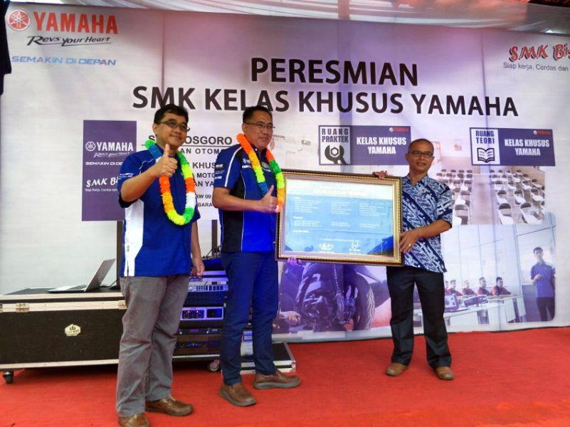 Yamaha Resmikan Kelas Khusus Yamaha dan Memberikan Donasi Unit Motor kepada SMK Binaan