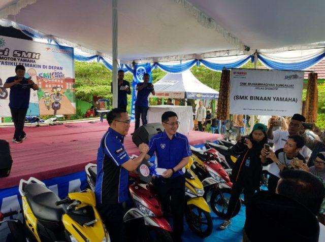 Yamaha Salurkan Donasi Unit Motor ke SMK Binaan