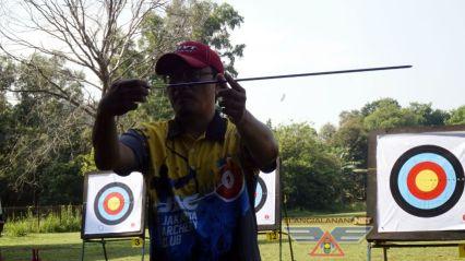 Latihan memanah dan kompetisi antar Blogger