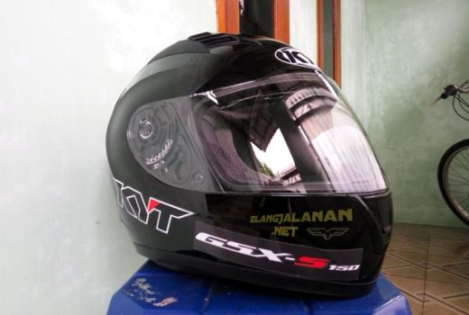 Review Helm KYT R10